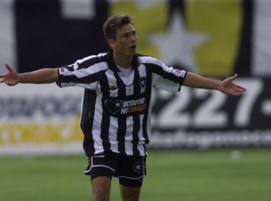 Autor de gol de letra contra o Flamengo, Alex Alves sonha em voltar ao Botafogo: 'Tive trajetória bacana'