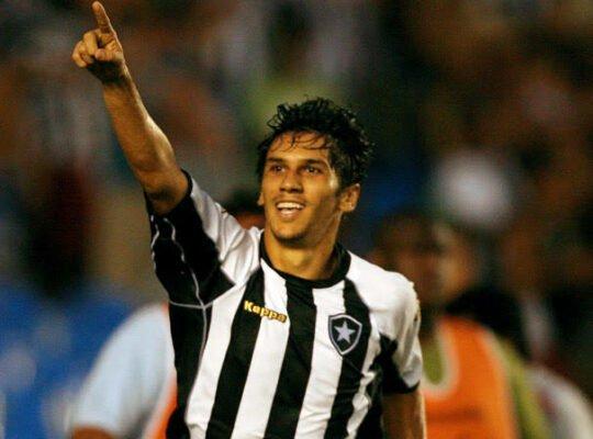 Cuca rasga elogios a Lucio Flavio, seu parceiro no Botafogo: 'Um dos mais inteligentes que trabalhei'
