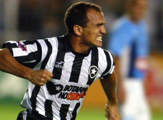 Ex-Botafogo, Sandro elege trio mais difícil que enfrentou e gols mais importantes