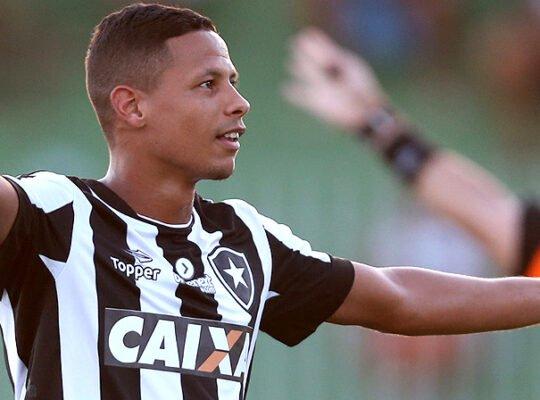 Fernandes se despede: 'Obrigado, Botafogo. Muito orgulho do que vivi nesses 15 anos de clube'