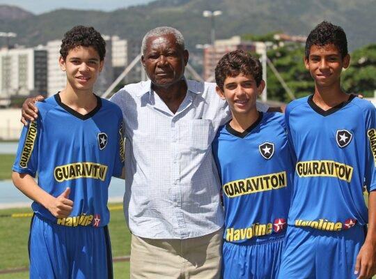 Demitido do Botafogo, Leônidas nega que salário era alto e se diz chateado: 'Achei uma violência'