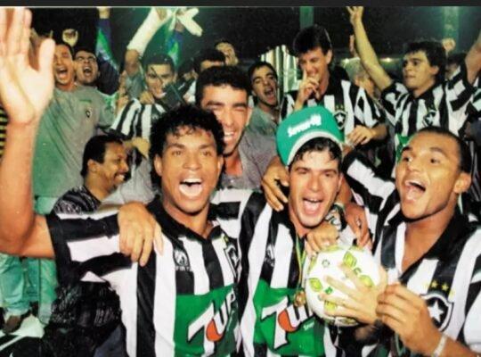 Campeão em 1995, Botafogo não perdeu clássicos naquele Brasileiro