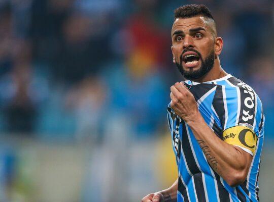 Maicon ganha processo contra o São Paulo e reclama ter a receber de Botafogo e Fluminense