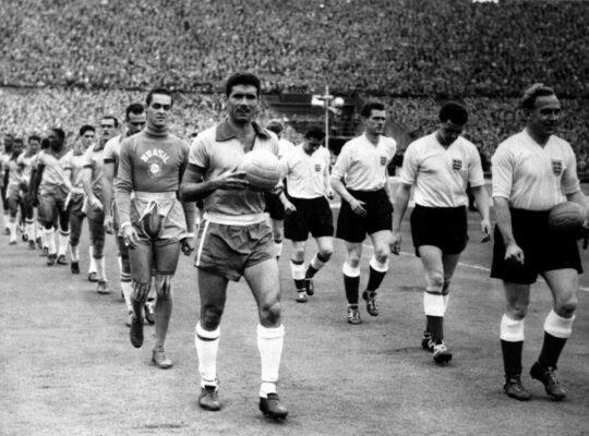 CBF faz homenagem a Nilton Santos em #TBT: 'Uma lenda do Botafogo'