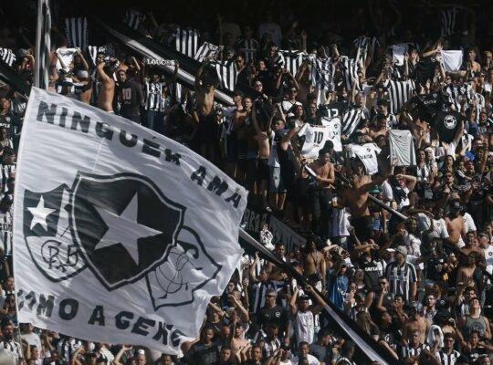 Torcedores fazem campanha por cestas básicas para funcionários do Botafogo