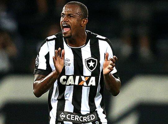 'Yayairton' espera um dia voltar ao Botafogo e se diverte com apelido: 'Ficava muito feliz'