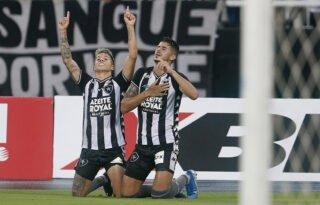 Jornalista por um dia, Pedro Raul cobra assistências de Bruno Nazário em coletiva online do Botafogo