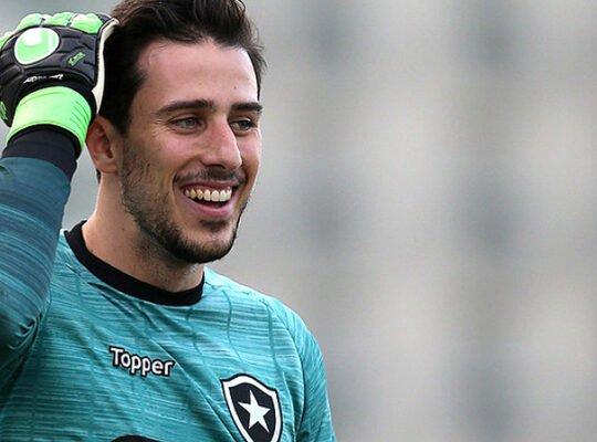 Goleiro ex-Botafogo está próximo de acertar ida para o Benfica