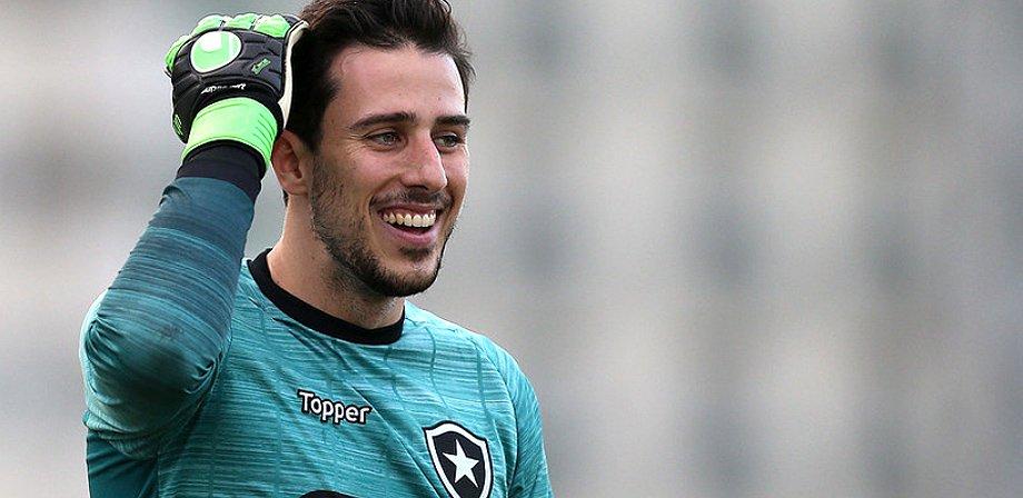 Helton Leite, ex-Botafogo, na mira do Benfica, de Portugal