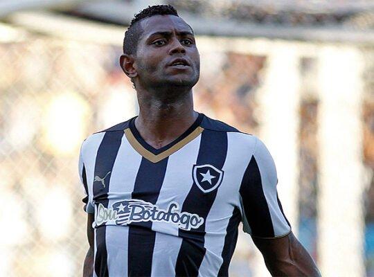 'Era um absurdo o futebol do Jobson no Botafogo. Mas ele foi um desperdício', diz Oswaldo