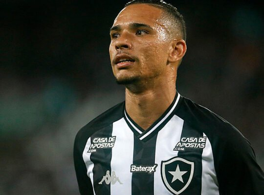 Luiz Fernando foca em manter boa fase no Botafogo: 'Quero voltar ainda melhor'