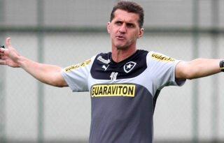 Vagner Mancini: 'Ficamos sete meses sem salário no Botafogo. Fui até o fim porque não tiro o corpo fora'