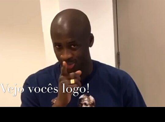 Será? Alvo do Botafogo, Yaya Touré é anunciado como reforço por candidato do Vasco e diz: 'Vejo vocês logo'