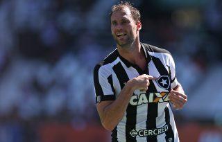 Joel Carli se apaixonou pelo Botafogo e pelo Rio; saída não estava nos planos