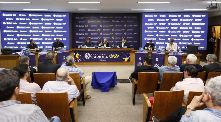 Arbitral do Campeonato Carioca na sede da Ferj