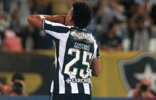 Maioria dos torcedores do Botafogo era contra venda de Gustavo Bochecha; empréstimo tinha preferência dos alvinegros