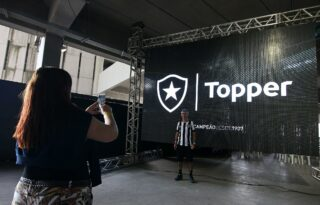 Botafogo cobra da Topper R$ 685 mil na Justiça por dívidas de royalties na venda de camisas