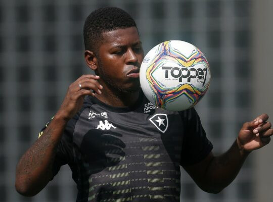 Janela fecha, e Botafogo não poderá devolver Gabriel Cortez a clube do Equador