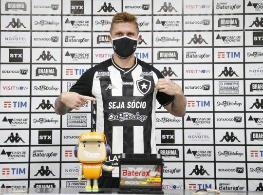 Rafael Forster é apresentado: 'Vim para ser campeão no Botafogo. Se pensar pequeno vai ter resultado pequeno'