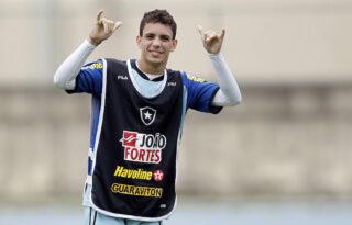 Ex-Botafogo, atacante Caio é convocado para seleção dos Emirados Árabes
