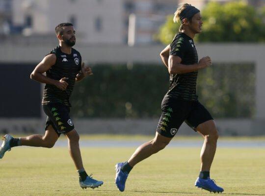 Meio-campo leve do Botafogo: como Caio Alexandre e Honda se entendem