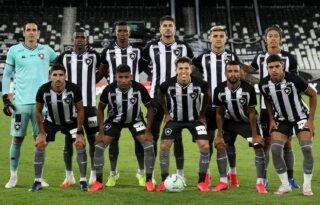 Jogo vertical e espaços na defesa: o saldo do Botafogo contra o Fluminense
