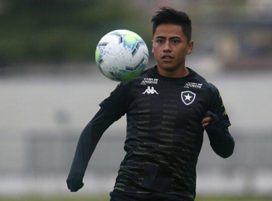 Acionado, Botafogo paga R$ 1,4 milhão ao Cusco por Lecaros