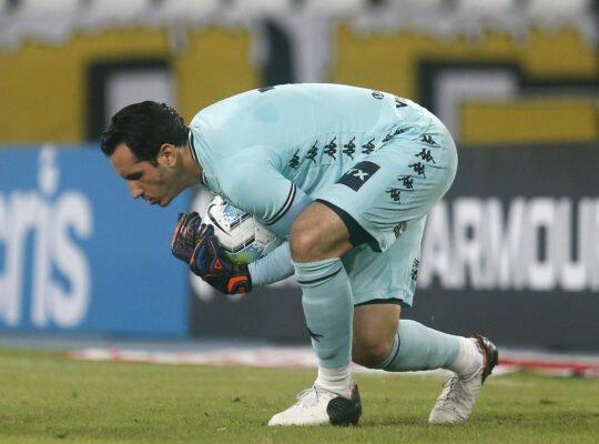 Gatito Fernández treina sem limitações e deve voltar ao Botafogo contra o Vasco