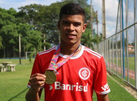 Botafogo confirma interesse em Cesinha, do Internacional, e quer antecipar vinda