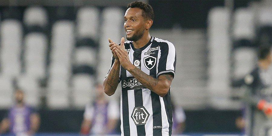 Gilson em Botafogo x Athletico-PR | Campeonato Brasileiro 2018
