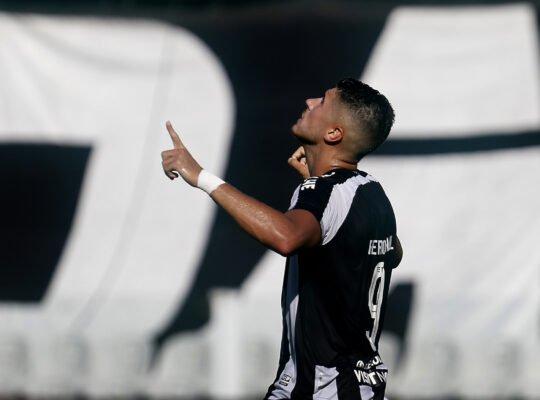 Por cláusulas, Botafogo terá que pagar € 1,5 milhão a Pedro Raul; atacante tem sondagens para sair