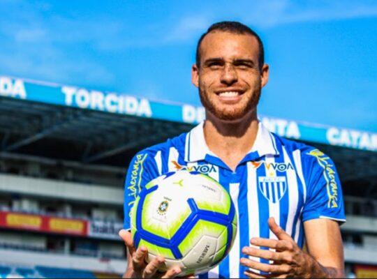 Pedro Castro se despede do Avaí e pode acertar com o Botafogo
