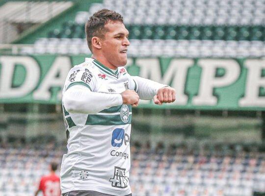 Alvo do Botafogo, atacante Robson, ex-Coritiba, acerta com o Fortaleza