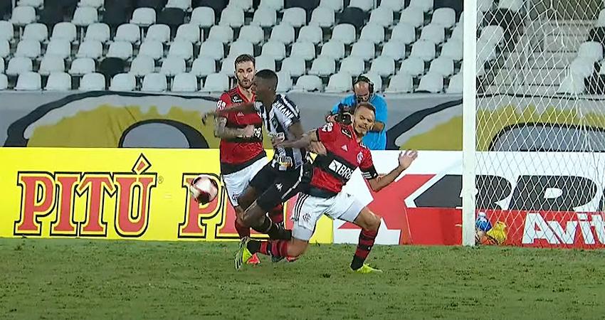 Pênalti não marcado em Matheus Babi em Botafogo x Flamengo | Campeonato Carioca 2021