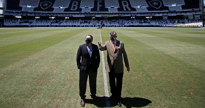 Jorge Braga e Durcesio Mello, CEO e presidente do Botafogo, respectivamente, no Estádio Nilton Santos