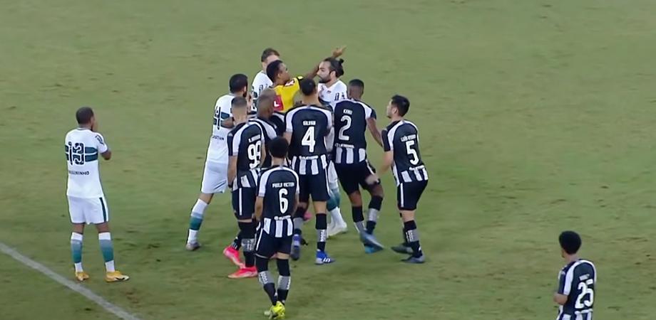 Gol de falta anulado em Botafogo x Coritiba | Série B do Campeonato Brasileiro de 2021
