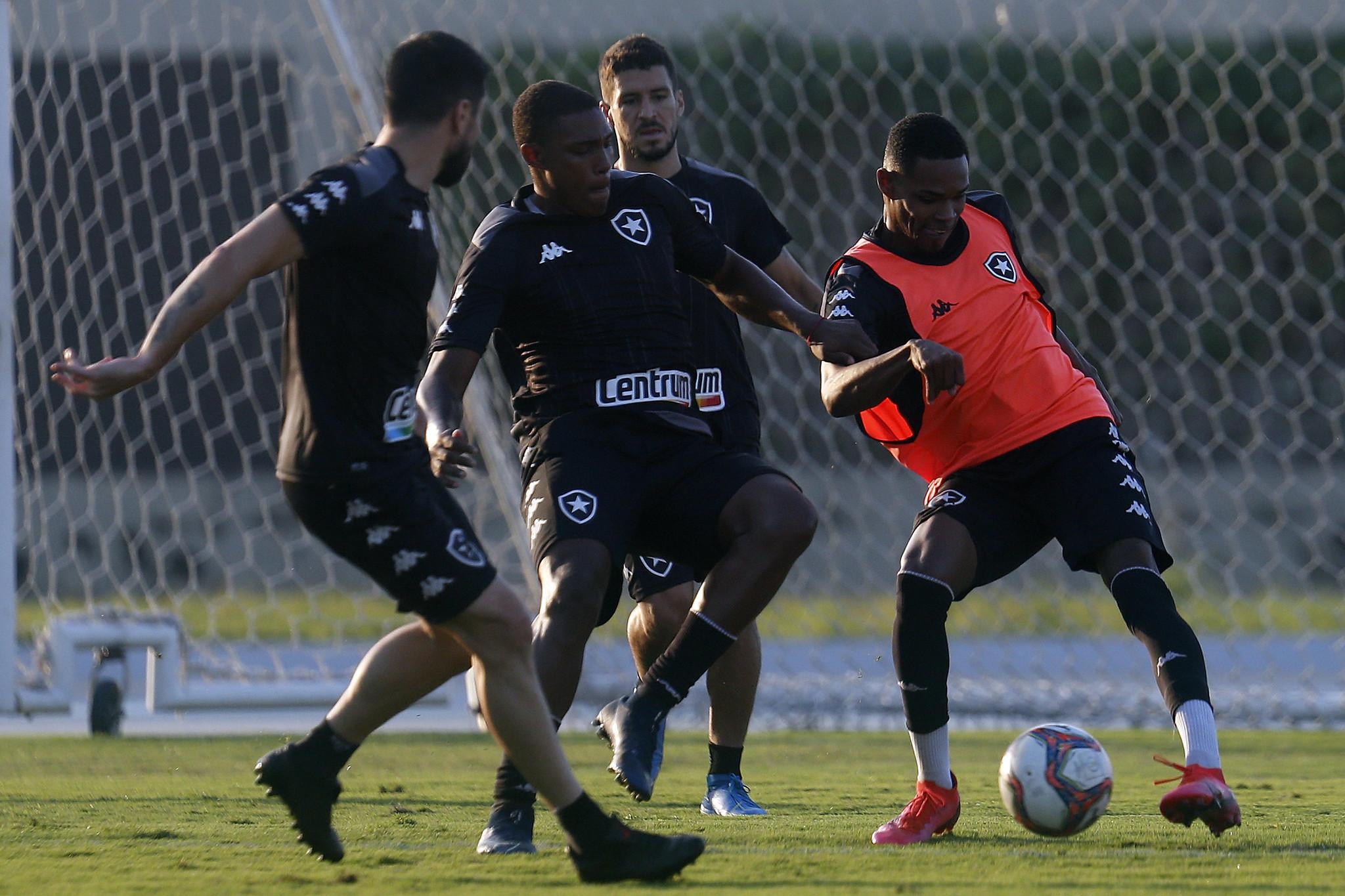 Gabriel Henrique e Lucas Barros - Treino do Botafogo