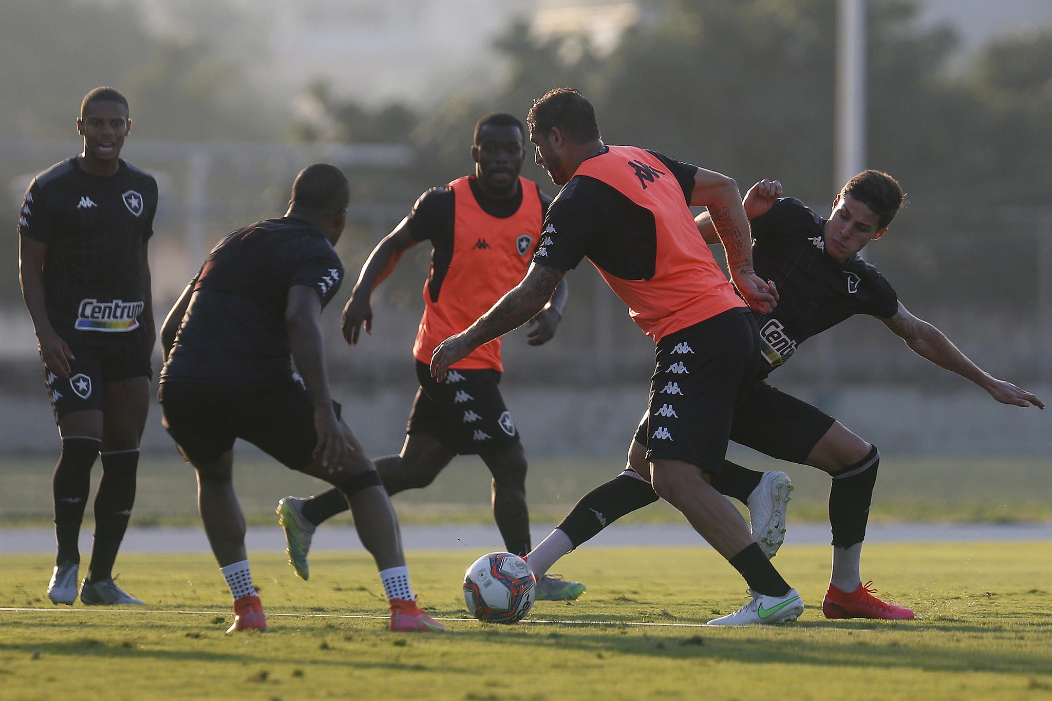 Rafael Moura e Romildo - Treino do Botafogo