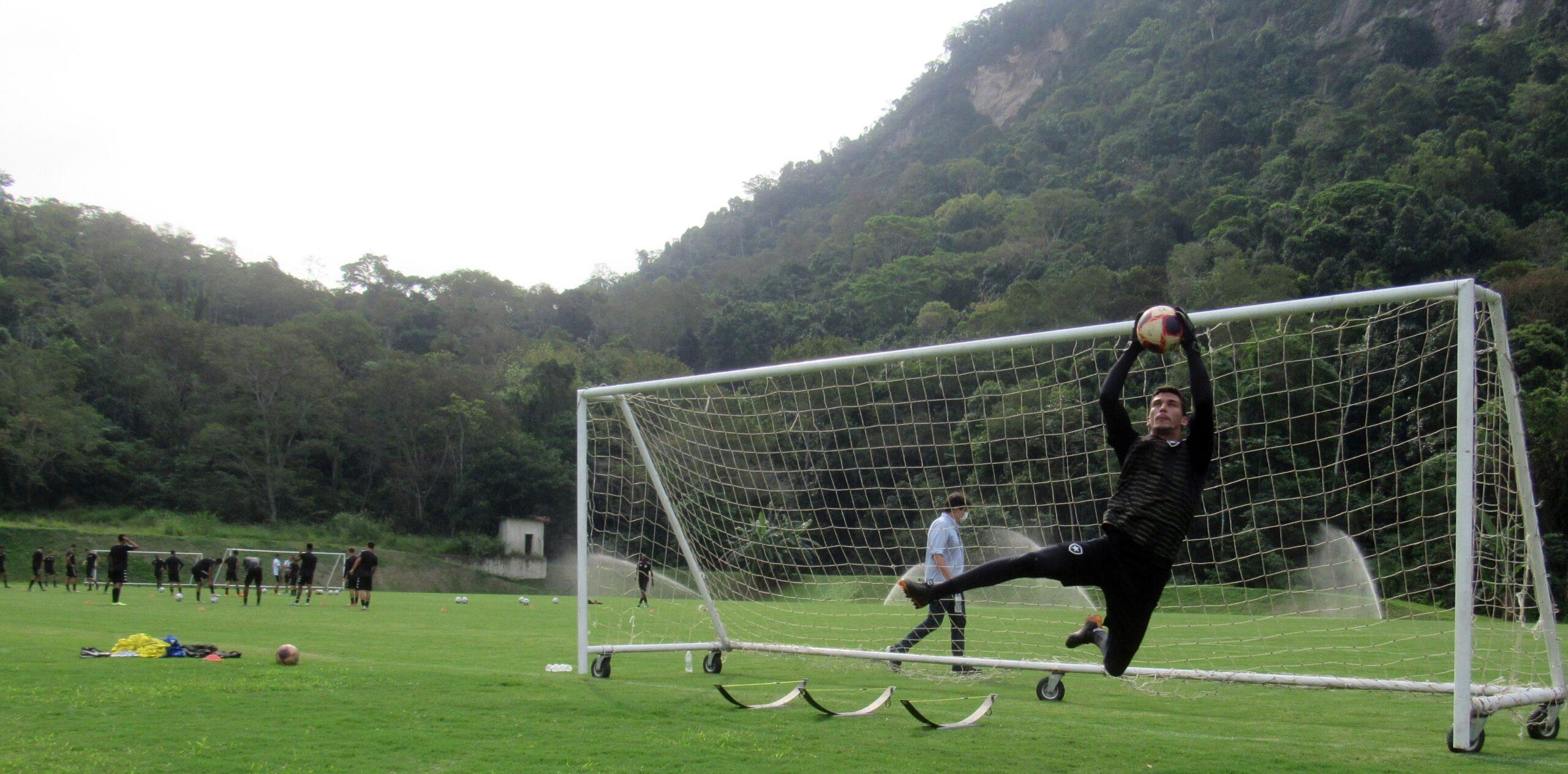 Base do Botafogo começa a treinar no novo CT, no Espaço Lonier
